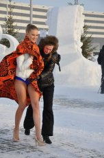 """White Teddy bear"" made by Tuvan stone carvers greeted semi-naked beauties in Novosibirsk"