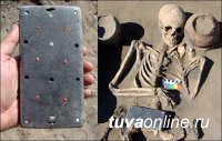 Archaeologists Find in Tuva Woman's Skeleton With Apple Smartphone-like Object in Russian Excavation